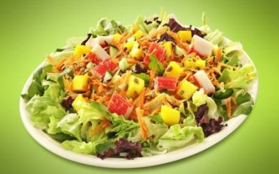 Salada de kani tropical